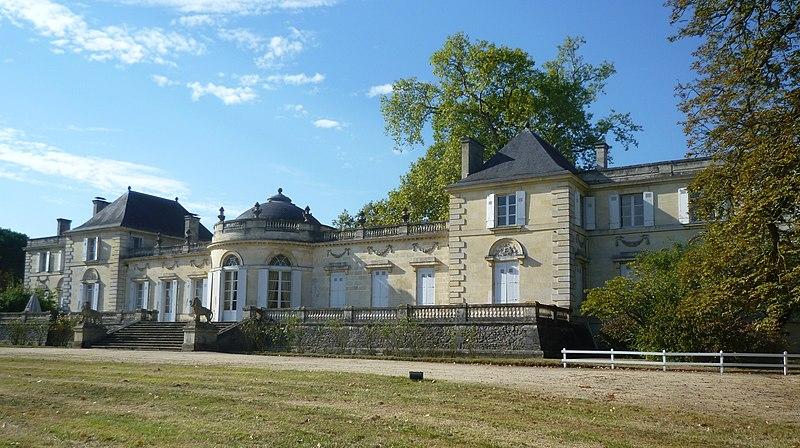 Photo du Monument Historique Château de Tauzia situé à Gradignan