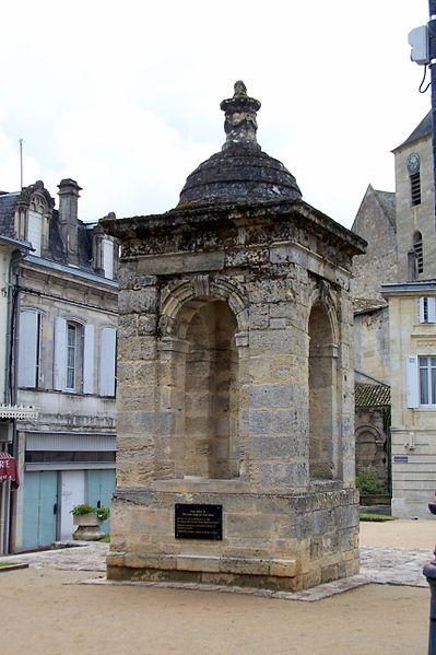Photo du Monument Historique Puits Henri IV situé à Guîtres