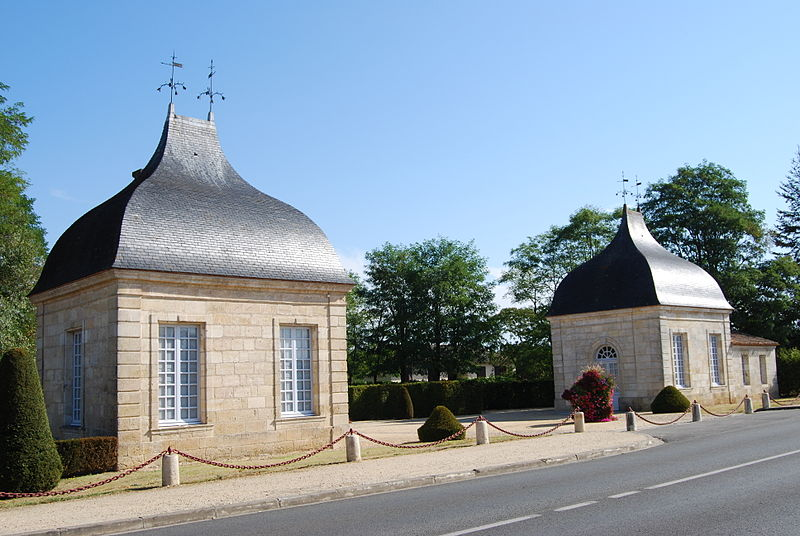 Photo du Monument Historique Château d'Anglade situé à Izon