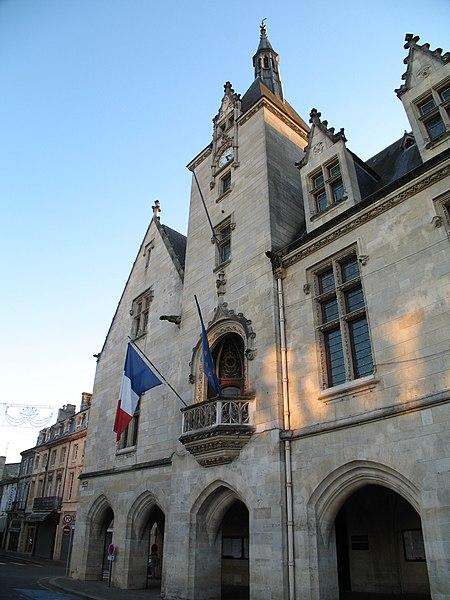 Photo du Monument Historique Hôtel de ville situé à Libourne