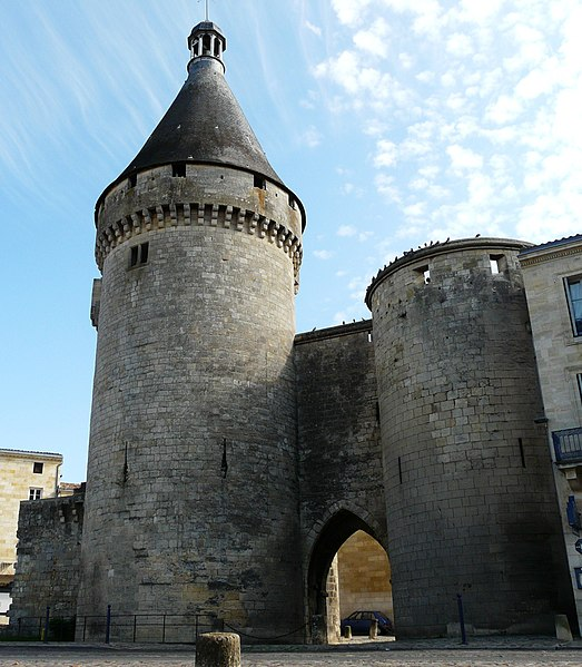 Photo du Monument Historique Porte du Port situé à Libourne
