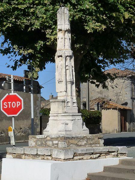 Photo du Monument Historique Croix de cimetière situé à Marcillac