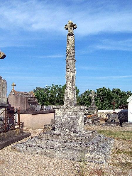 Photo du Monument Historique Croix de cimetière, en pierre situé à Mauriac