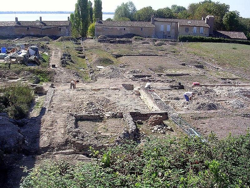 Photo du Monument Historique Parcelles cadastrales contenant les vestiges d'une villa romaine situé à Plassac