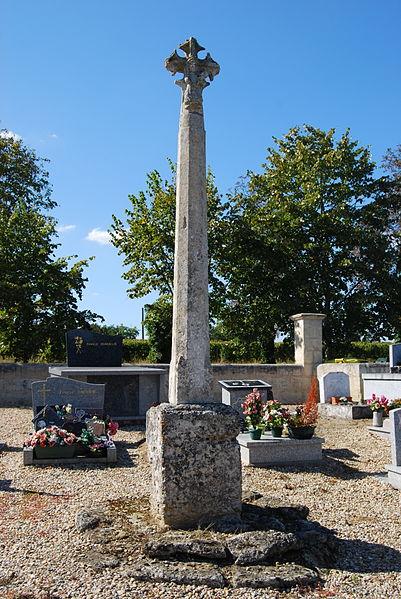 Photo du Monument Historique Croix de cimetière situé à Le Pout