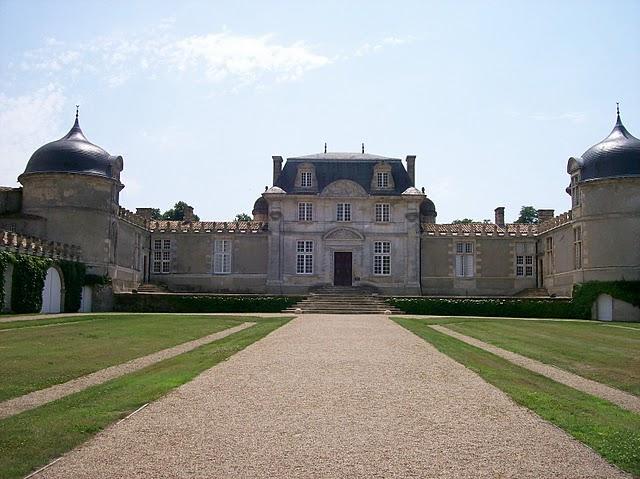 Photo du Monument Historique Château de Malle situé à Preignac