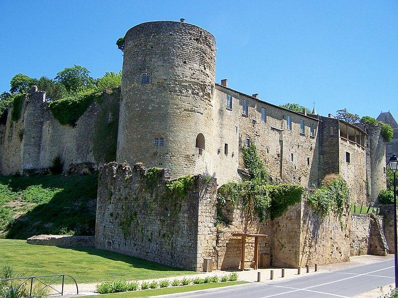 Photo du Monument Historique Château des Quatre Sos situé à La Réole