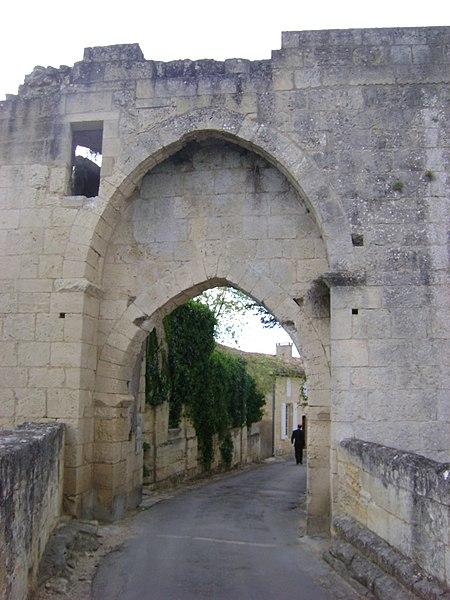 Photo du Monument Historique Remparts situé à Saint-Emilion