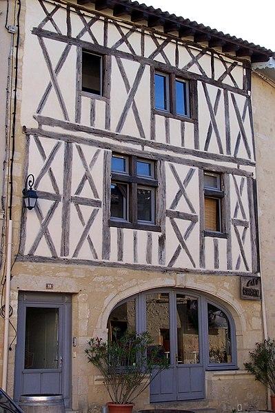 Photo du Monument Historique Maison du 15e siècle situé à Saint-Macaire