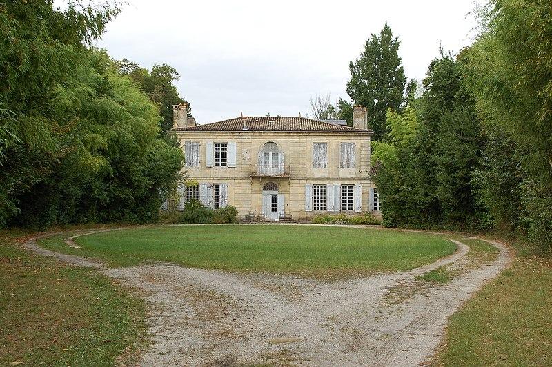 Photo du Monument Historique Château du Bourdieu situé à Saint-Médard-en-Jalles