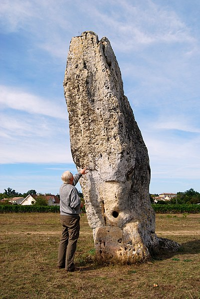 Photo du Monument Historique Menhir de Peyrefitte ou de Pierre Fitte situé à Saint-Sulpice-de-Faleyrens