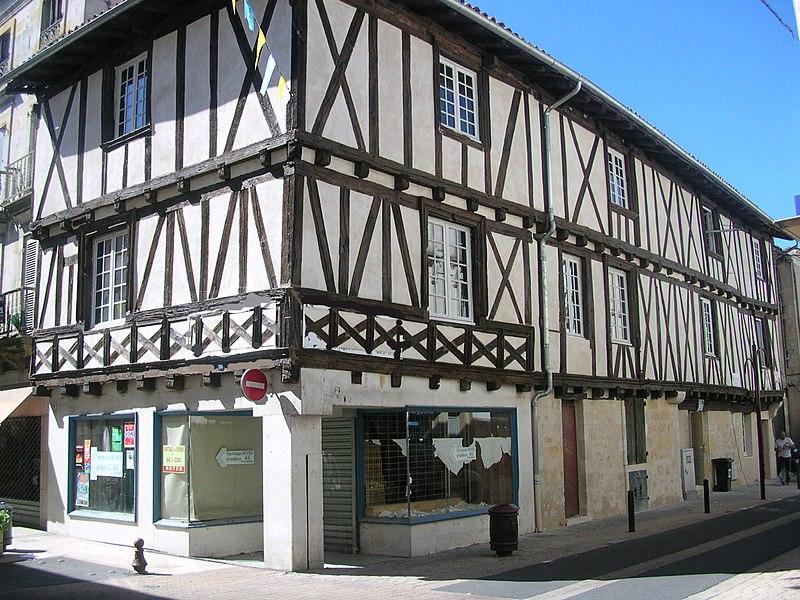 Photo du Monument Historique Maison d'angle situé à Sainte-Foy-la-Grande