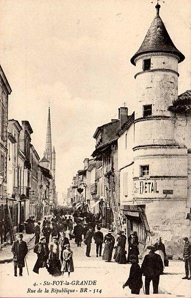 Photo du Monument Historique Maison d'angle à tourelle situé à Sainte-Foy-la-Grande