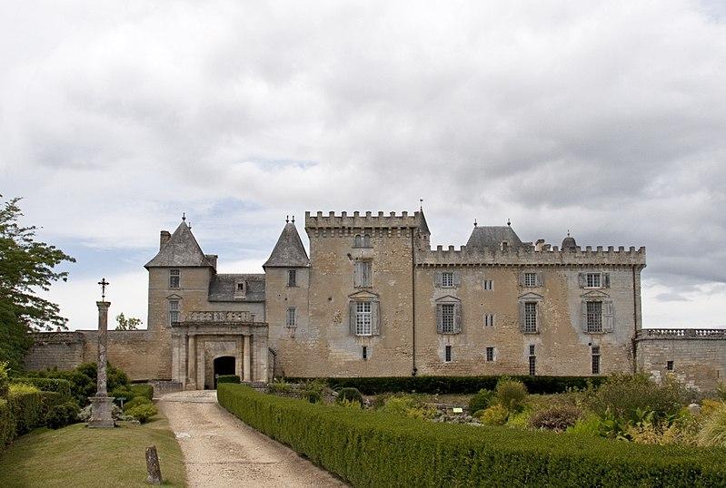 Photo du Monument Historique Château de Vayres situé à Vayres