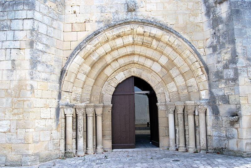 Photo du Monument Historique Eglise Saint-Pierre situé à Villegouge