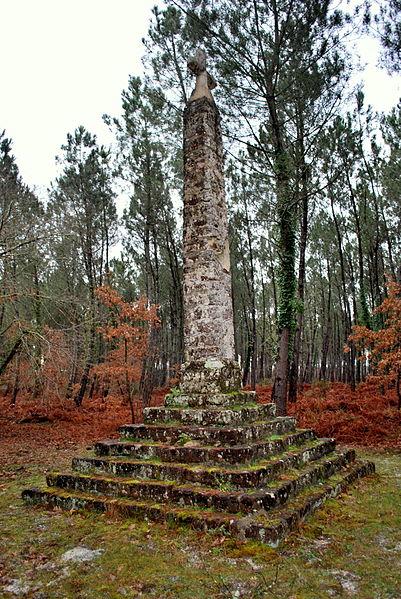 Photo du Monument Historique Obélisque dit Croix des Pèlerins situé à Belin-Béliet