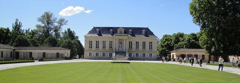 Photo du Monument Historique Château La Louvière situé à Léognan