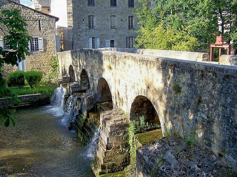 Photo du Monument Historique Pont de la Bassanne dit aussi pont médiéval des Antonins situé à Pondaurat