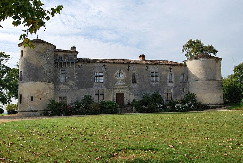 Photo du Monument Historique Château de Carles situé à Saillans