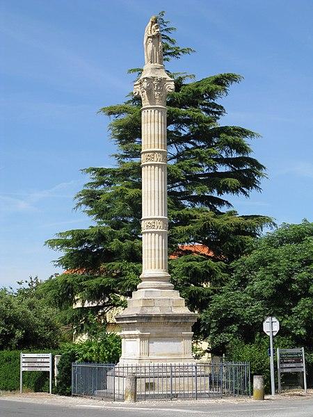 Photo du Monument Historique Statue de la Vierge situé à Saint-Yzans-de-Médoc