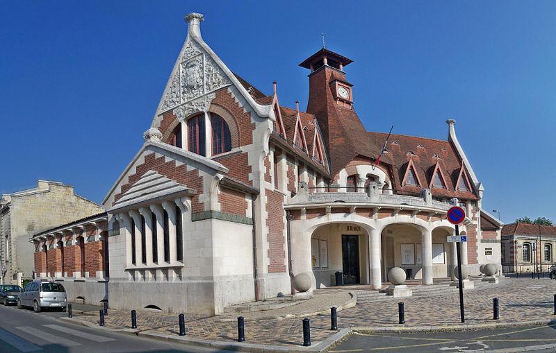 Photo du Monument Historique Maison cantonale de La Bastide situé à Bordeaux