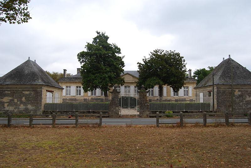 Photo du Monument Historique Château de Sainte-Barbe situé à Ambès