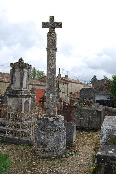 Photo du Monument Historique Cimetière attenant à l'église Saint-Vivien situé à Romagne
