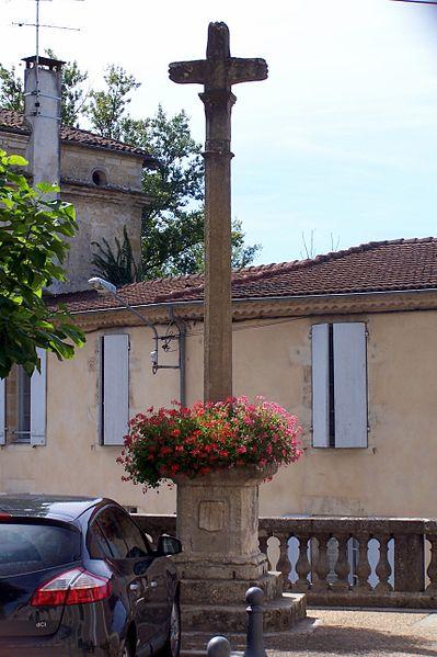 Photo du Monument Historique Site de pèlerinage de Verdelais : Croix votive datée de 1630 situé à Verdelais