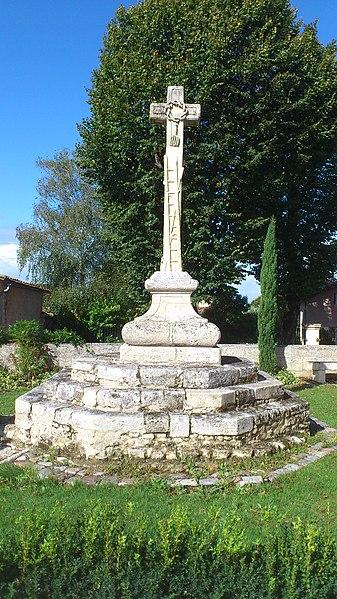 Photo du Monument Historique Croix de cimetière situé à La Lande-de-Fronsac