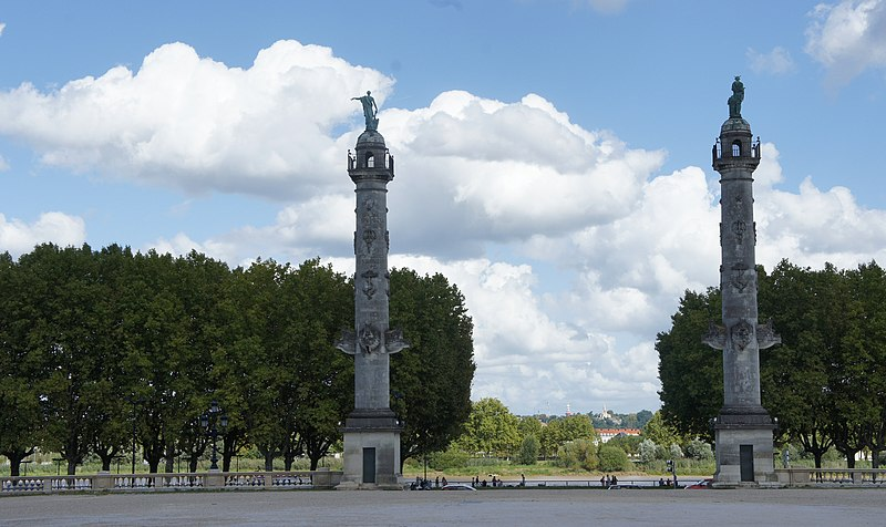Photo du Monument Historique Colonnes rostrales élevées sur l'esplanade des Quinconces situé à Bordeaux