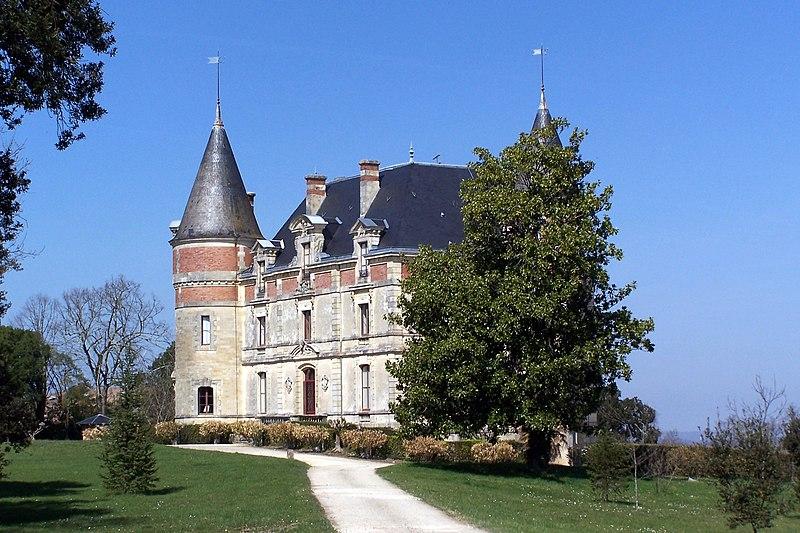 Photo du Monument Historique Château de Rayne-Vigneau situé à Bommes