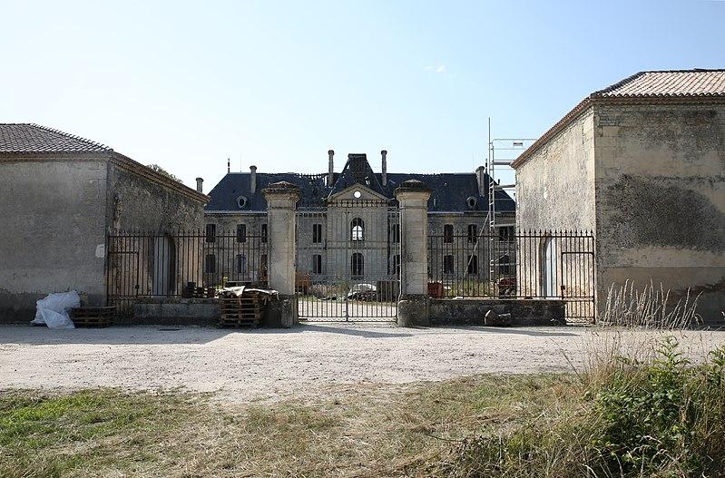 Photo du Monument Historique Château de Beyzac situé à Vertheuil