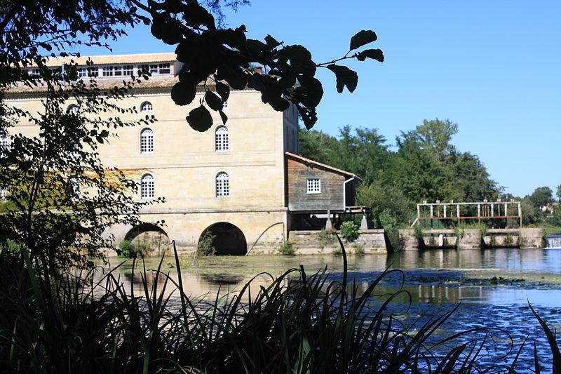 Photo du Monument Historique Moulin du Barrage situé à Porchères
