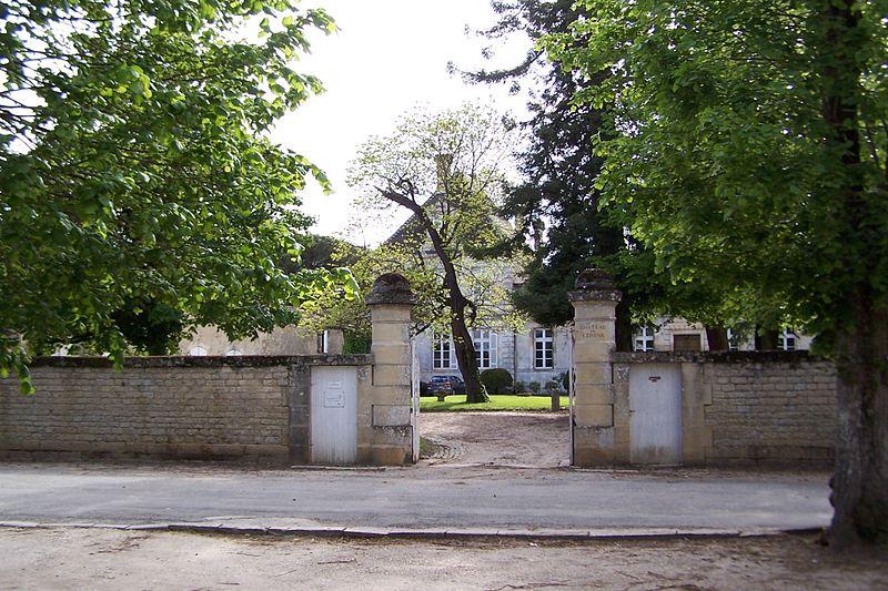 Photo du Monument Historique Château de Cérons, appelé aussi château Calvimont situé à Cérons