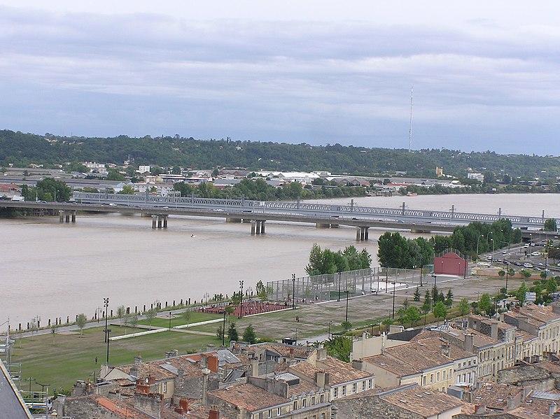 Photo du Monument Historique Pont ferroviaire Saint-Jean, habituellement désigné sous le nom de passerelle Eiffel situé à Bordeaux