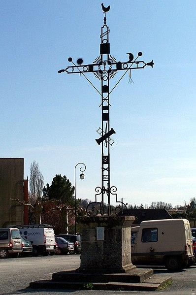Photo du Monument Historique Croix de la Passion situé à Monségur