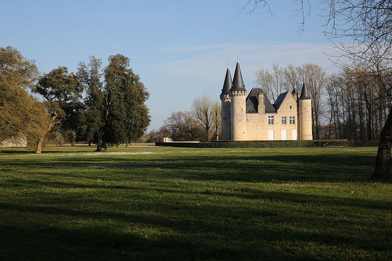 Photo du Monument Historique Château d'Agassac situé à Ludon-Médoc