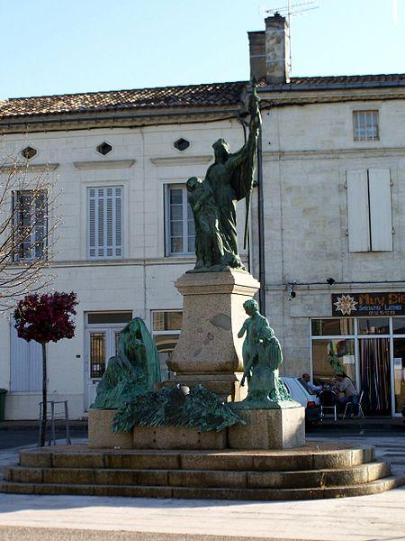 Photo du Monument Historique Monument aux morts de la guerre de 1914-1918, situé dans le bourg situé à Podensac