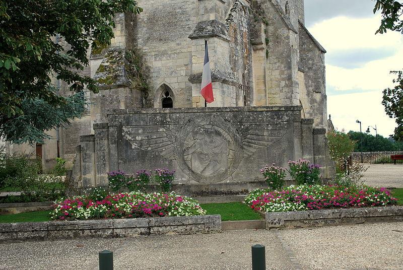 Photo du Monument Historique Monument aux morts de la guerre de 1914-1918, situé devant l'église situé à Villegouge