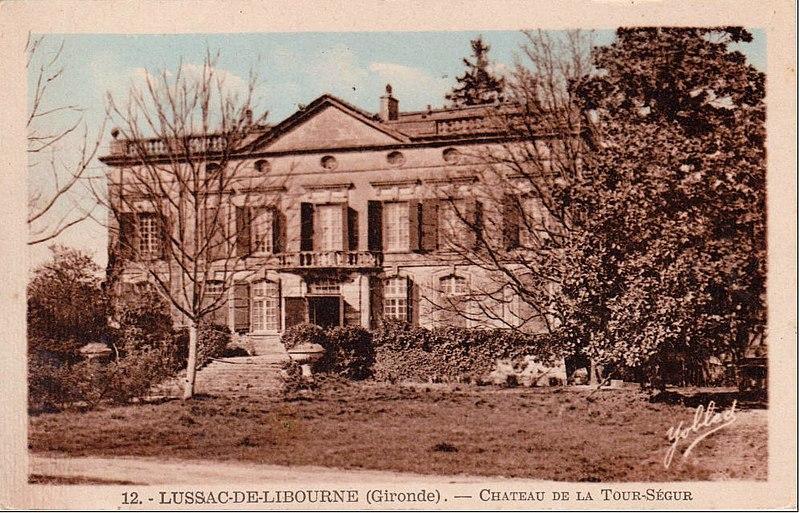 Photo du Monument Historique Domaine du château de La Tour Ségur situé à Lussac