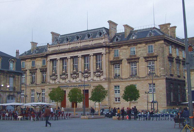 Photo du Monument Historique Faculté de médecine et de pharmacie situé à Bordeaux