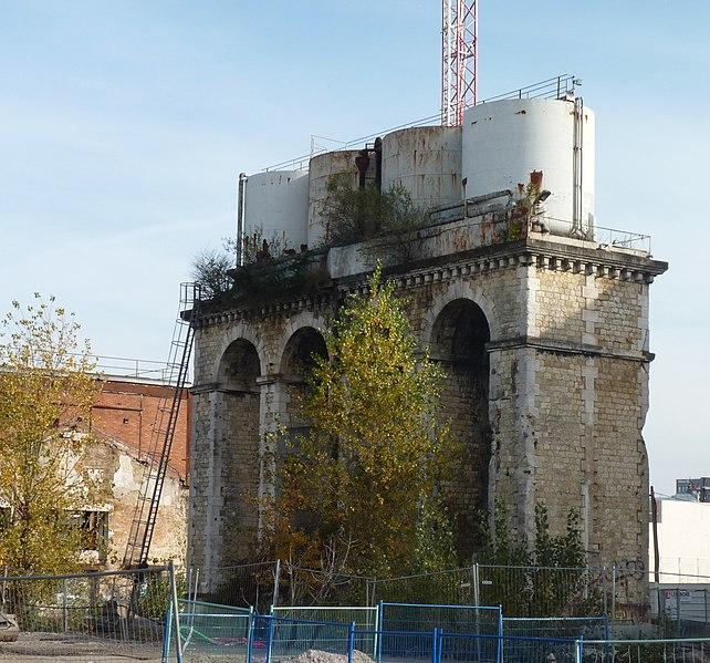 Photo du Monument Historique Ancien château d'eau de la gare Saint-Jean situé à Bordeaux