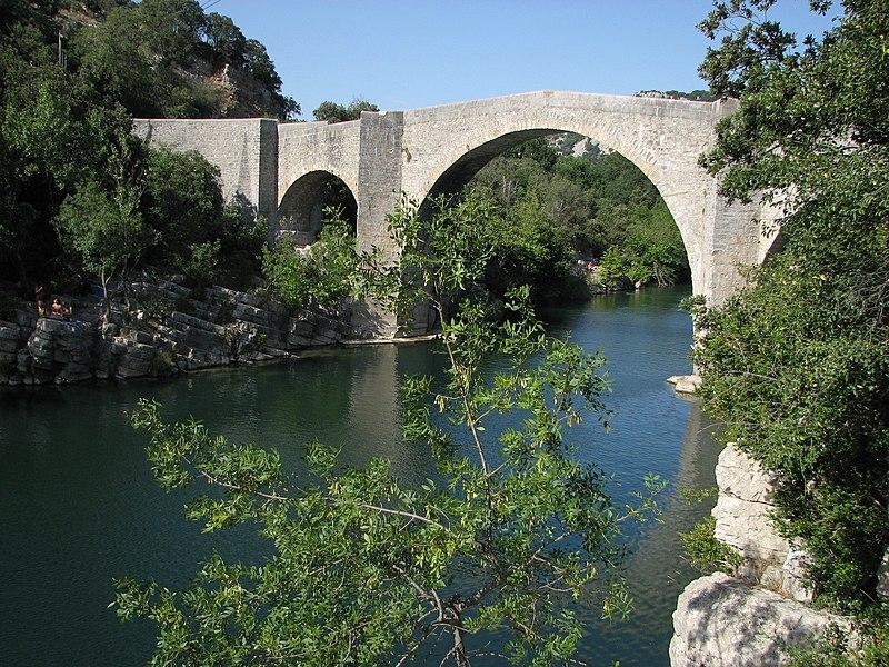 Photo du Monument Historique Pont de Saint-Etienne d'Issensac situé à Brissac