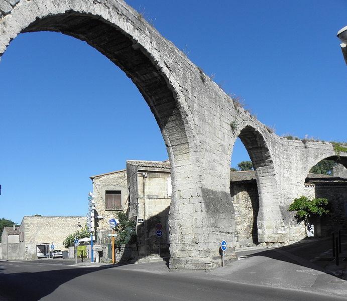 Photo du Monument Historique Aqueduc alimentant le château situé à Castries