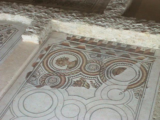 Photo du Monument Historique Parcelles contenant les vestiges d'une villa et de mosaïques gallo-romaines situé à Loupian
