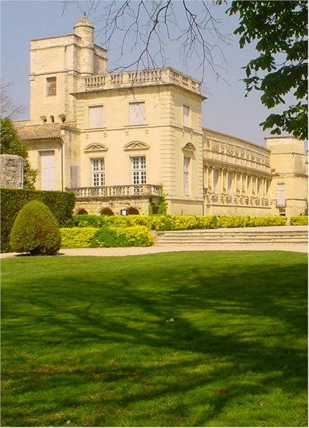 Photo du Monument Historique Domaine du château situé à Marsillargues