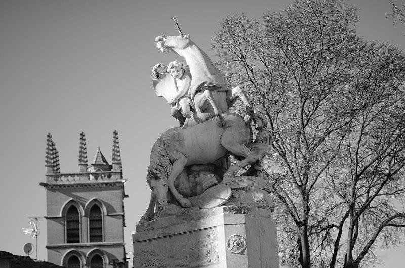 Photo du Monument Historique Fontaine des Licornes situé à Montpellier