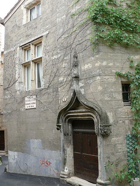 Photo du Monument Historique Hôtel de Grave situé à Pézenas