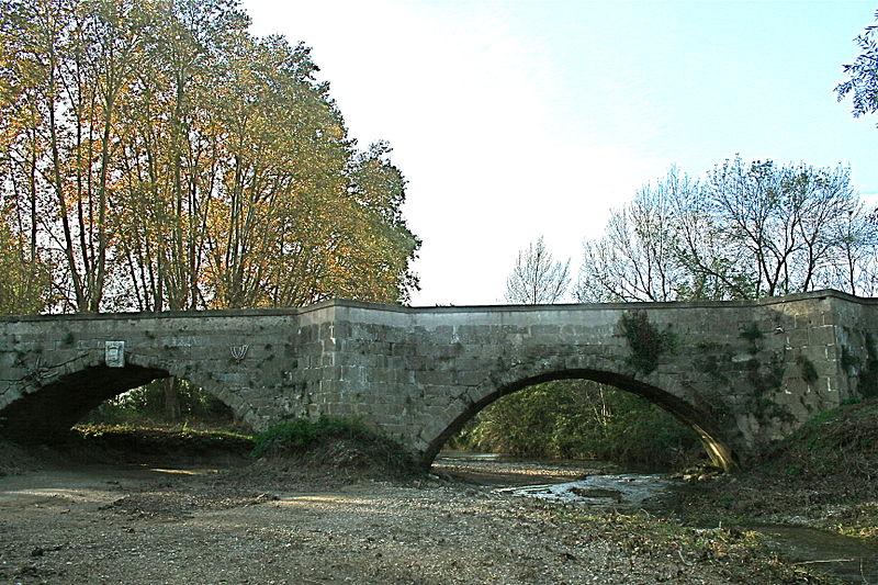 Photo du Monument Historique Pont sur la Thongue, sur l'ancienne R.N. 9 situé à Servian