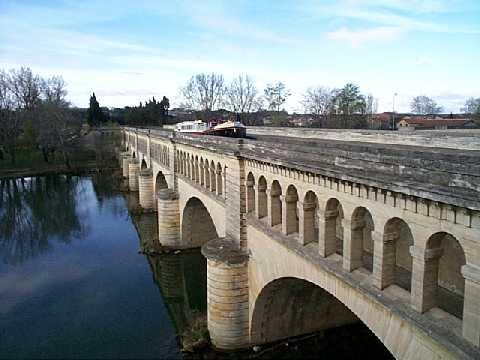 Photo du Monument Historique Canal du Midi : pont-aqueduc situé à Béziers